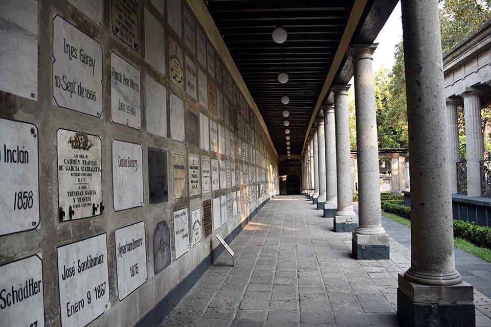 https://www.museosdemexico.com/_uploads/museo-panteon-san-fernando.jpg